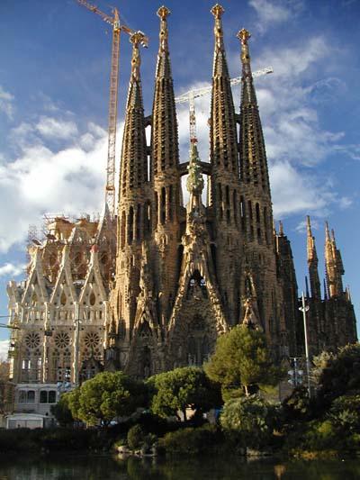 Najlepše svetske građevine - Page 2 Sagrada_Familia2