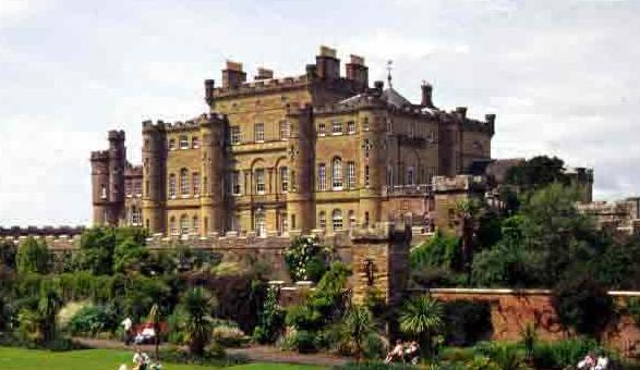 Škotska - Page 2 Culzean-Castle%201