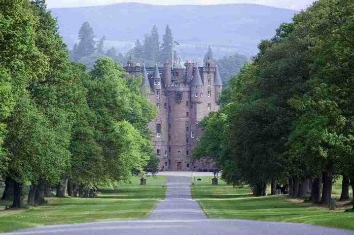 Dvorci koje verovatno nikada nećete posedovati Glamis%201