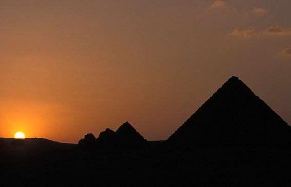 Datiranje piramida giza