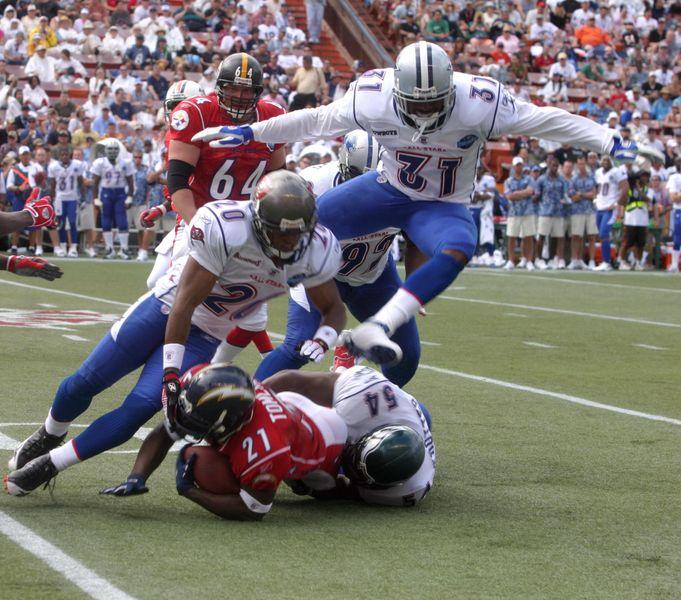 Sjedinjene Američke Države 681px-2006_Pro_Bowl_tackle