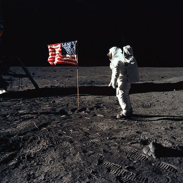 Sjedinjene Američke Države 600px-Buzz_salutes_the_U.S-Aldrin-1969